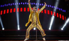 Ca sĩ 'bút táo bút dứa' của Nhật khiến khán giả Hà Nội phấn khích