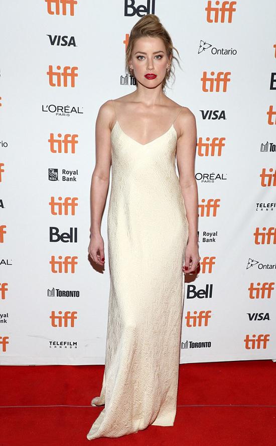 Amber Heard tham dự buổi ra mắt phim Her Smell trong khuôn khổ Liên hoan phim quốc tế Toronto vào tối chủ nhật.
