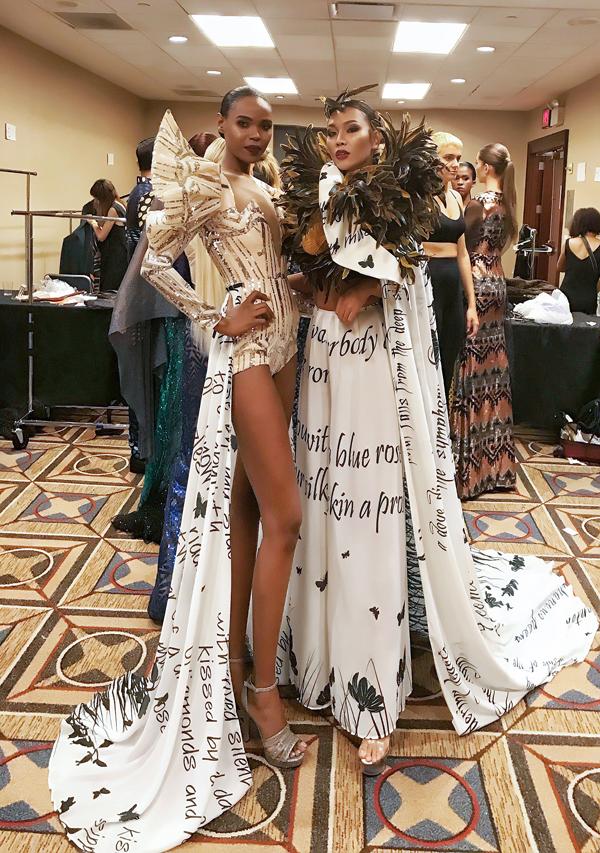 Diệu Huyền đọ vẻ lạnh lùng cùng model quốc tế trước giờ trình diễn cho NTKAndres Aquino trong khuôn khổCouture Fashion Week New York, diễn ra tại một khách sạn cao cấp. Chân dài cho biết, cô nằm mơ cũng không nghĩ rằng mình cócơ hội sải bước trên sàn diễn quốc tế, đặc biệt là cho NTK Andres Aquino - CEO củaCouture Fashion Week New York.