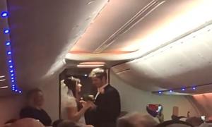 Đám cưới trên máy bay của cặp uyên ương Mỹ