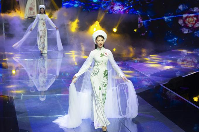 Thí sinh Quỳnh Hoa có lợi thế hình thể cân đối, thần thái cuốn hút trên sàn diễn. Cô vừa đăng quang giải vàng Siêu mẫu Việt Nam 2018.