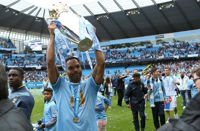 Lescott có hai chức vô địch Ngoại hạng Anh cùng Man City. Ảnh: TA.