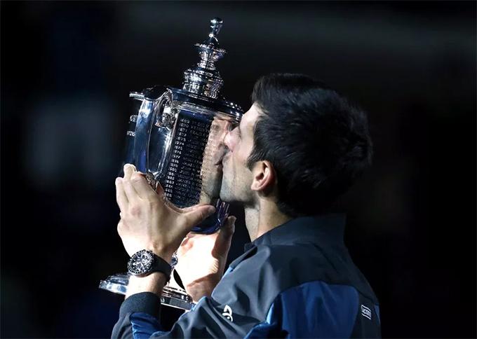 Tay vợt người Serbia hiện có 14 danh hiệu Grand Slam, ngang bằng với thành tích của huyền thoại người MỹPete Sampras. Chức vô địch Mỹ mở rộng năm nay mang về cho anh số tiền thưởng 3,8 triệu USD.