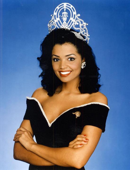 Hoa hậu Chelsi Smith.
