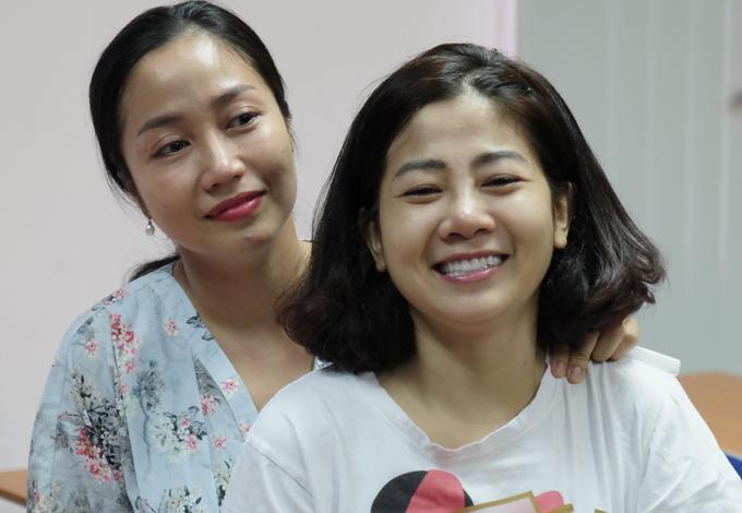 Diễn viên Ốc Thanh Vân bên bạn thân Mai Phương trong ngày xuất viện, sáng 10/9.