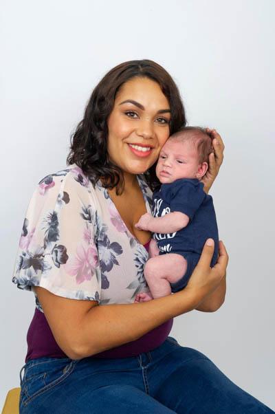 Be Oryn hiện 3 tuần tuổi và không ti mẹ. Ảnh: The Sun.