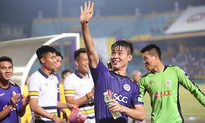 Cầu thủ Hà Nội mừng chức vô địch V-League sớm 5 vòng đấu