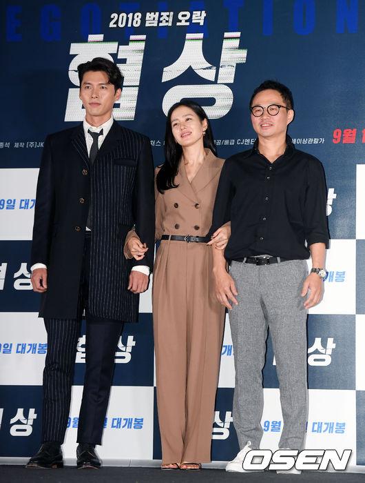 Hai diễn viên chính và đạo diễn ra mắt khán giả.