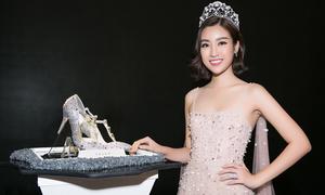 Đôi giày hơn 300 triệu đồng tặng cho tân Hoa hậu Việt Nam 2018