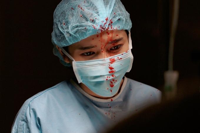 Phâncảnh thật đến mức Cao Thái Hàrùng mình vì màu đỏ của máuvà cùng sự căng thẳng tột độ của nhân vật.