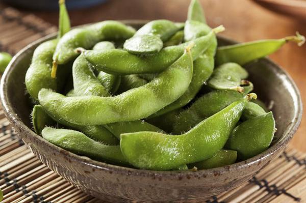 Đậu nành Nhật Bản: Loại đậu này có tên Edamame, là một loại thực phẩm phổ biến ở Nhật Bản, chúng chứa tất cả các axit amin thiết yếu theo yêu cầu của cơ thể, cùng với các axit amin cần thiết
