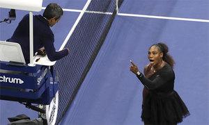 Serena bị phạt 17.000 USD vì đập vợt, xúc phạm trọng tài