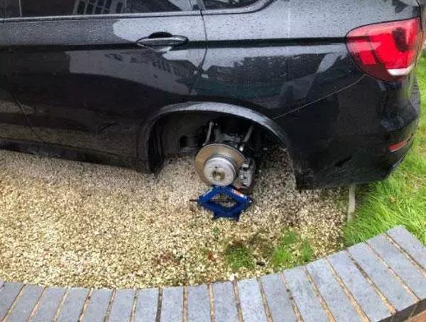 Cầu thủ Ngoại hạng Anh bị trộm 4 bánh xe BMW - 1
