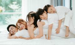 Ảnh hot 11/9: Gia đình MC Phan Anh chụp ảnh tình cảm