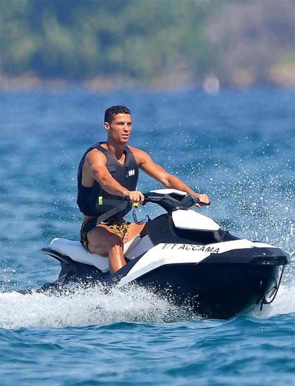C. Ronaldo đang có khởi đồng không như ý trong màu áo Juventus. Sau ba vòng đấu đầu tiên ở Serie A, anh vẫn chưa ghi được bàn thắng nào.