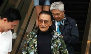 Bỏ cô bồ Thượng Hải kém 49 tuổi, bố Tạ Đình Phong tìm vui bên bạn già