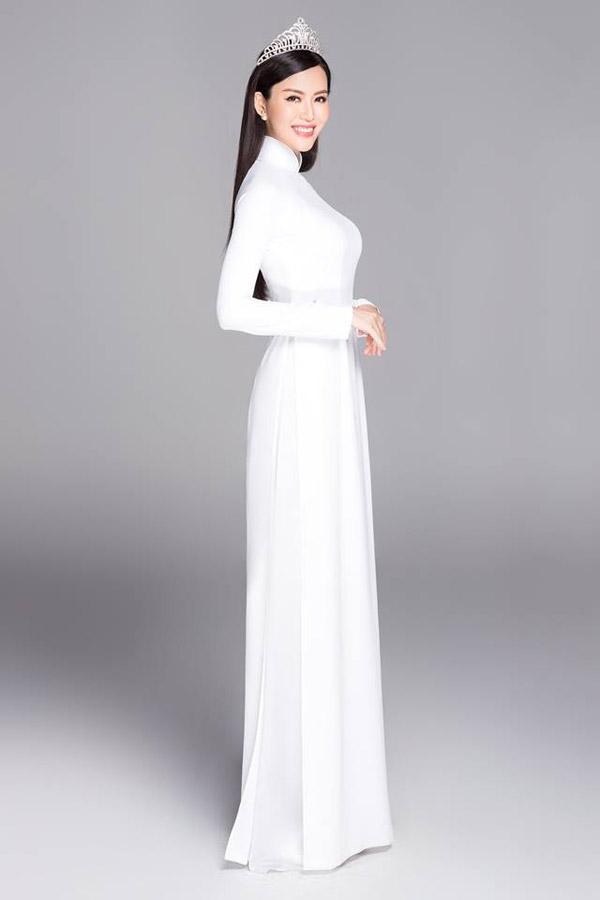 Hoa hậu Thu Thủy vẫn giữ được nhan sắc trẻ trung dù đã bước vào ngưỡng tuổi 40.