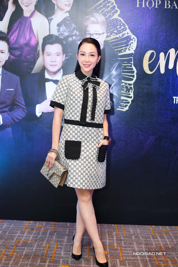Linh Nga gây chú ý khi mặc váy, xách túi ton-sur-ton của một nhãn hiệu thời trang lừng danh thế giới đi sự kiện, chiều 11/9.