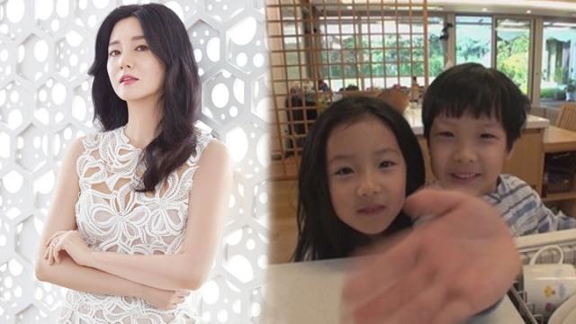 Hai con của Lee Young Ae đã hơn 7 tuổi.