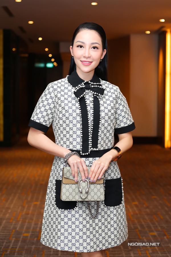 Diễn viên múa được nhiều người khen trông trẻ trung, xinh đẹp ở tuổi ngoài 30. Cô tới ủng hộ đạo diễn Long Kan thực hiện chương trình Đại nhạc hội Son: Em mơ tại TP HCM.