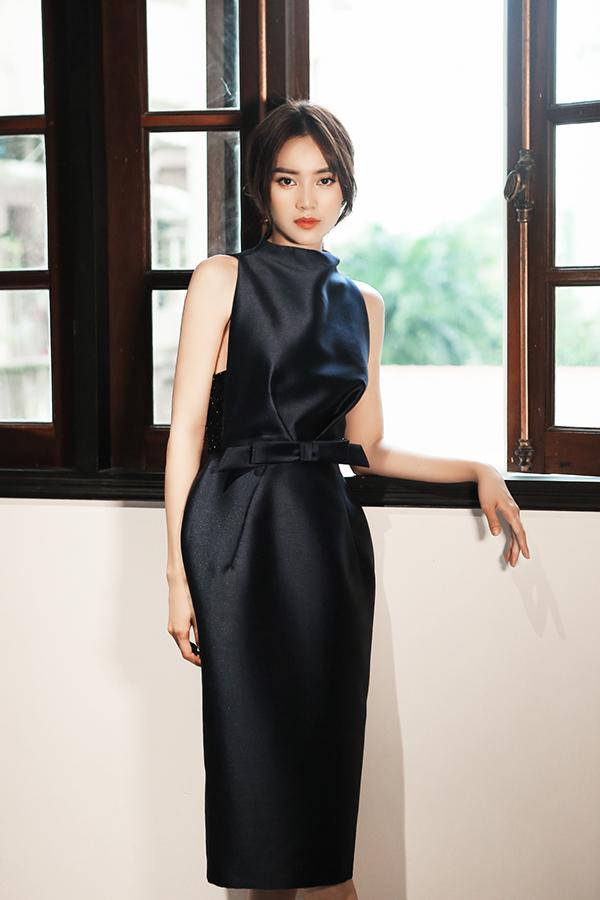 Váy thắt eo được phái đẹp ưa chuộng bởi nó là món đồ tôn nét thanh lịch hiện đại. Khi khoác lên mình những bộ cánh xiết eo nhẹ nhàng, phái đẹp vẫn có được nét gợi cảm và thoải mái đến văn phòng hay tham gia tiệc tùng.