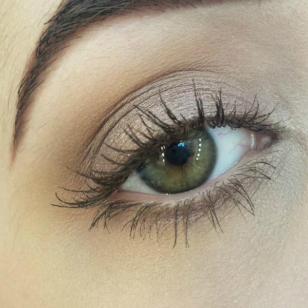 Mascara nâu Mascara đen đậm hợp với những người có hàng lông mi mảnh và ngắn. Nếu có lông mi dài, bạn có thể thử dùng mascara màu nâu để thêm vẻ tự nhiên cho khuôn mặt.