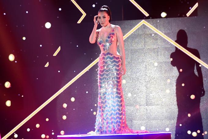 Hồ Quỳnh Hương đốn tim khán giả với chất giọng đầy nội lực trong ca khúc RnB hiện đại Tháng năm bên nhau đậm chất quốc tế  một sáng tác của Vũ Cát Tường.