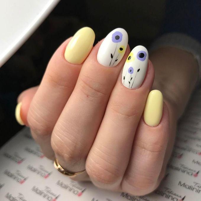 8 mẫu móng tay vẽ hoa sang trọng và hiện đại