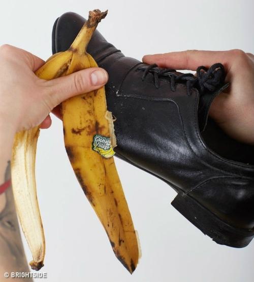 [Vỏ chuối có thể cứu nguy trong trường hợp bạn không có xi đánh giày.