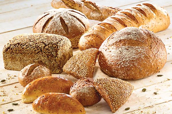 Dùng bánh mì ngũ cốc nguyên hạt
