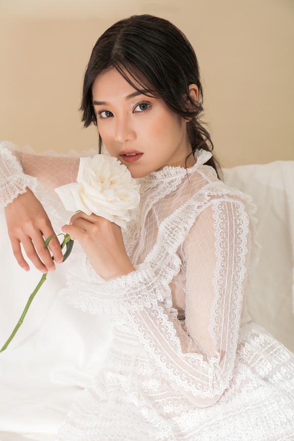 Nữ chính Tháng năm rực rỡ lần đầu chụp ảnh sexy - 7
