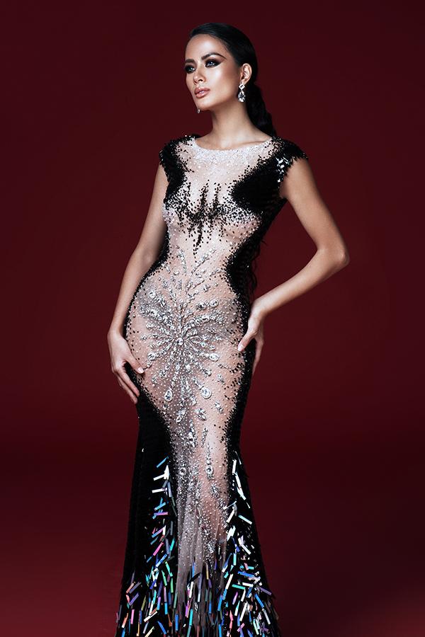 Váy dạ hối đính kết công phu, váy cắt xẻ táo bạo hay các mẫu váy xuyên thấu thách thức ánh nhìn là những mẫu trang phục được Đỗ Long đầu tư.