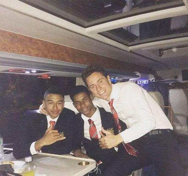 Jesse Lingard, Marcus Rashford and Ander Herrara travel in style on the Van Hool TDX27 ASTROMEGA