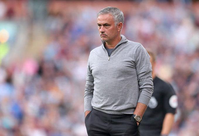 HLV Mourinho đang chịu áp lực lớn tại MU sau 4 trận mới có 6 điểm, đứng thứ 10 ở bảng xếp hạng.