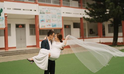 Ảnh cưới chụp tại trường phổ thông của cặp dành cả tuổi thanh xuân cho nhau