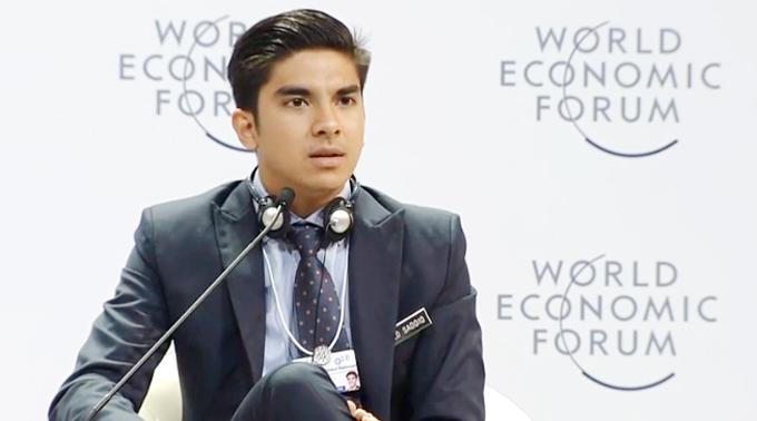 Bộ trưởng Bộ Thanh niên - Thể thao Malaysia, Syed Saddiq Syed Abdul Rahma (25 tuổi), phát biểu ở Diễn đàn mở về khởi nghiệp sáng tạo trong thời đại 4.0 tại Trung tâm Hội nghị Quốc gia sáng 11/0. Ảnh cắt từ video.