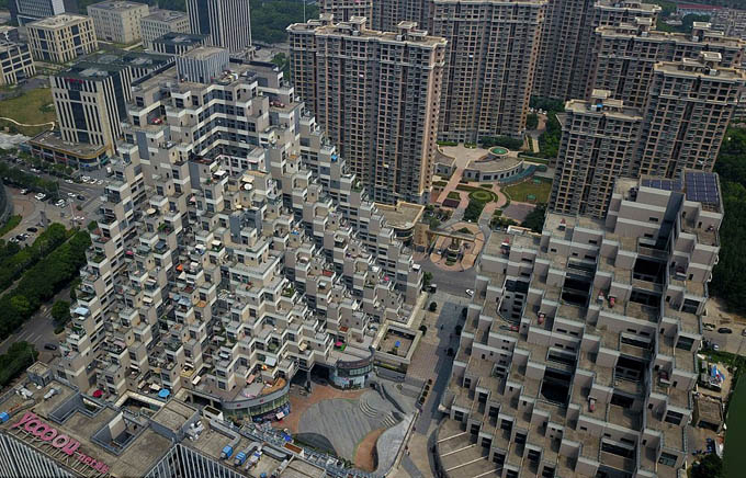 One resident in the complex told China News Service that he especially likes the big balcony of the apartments