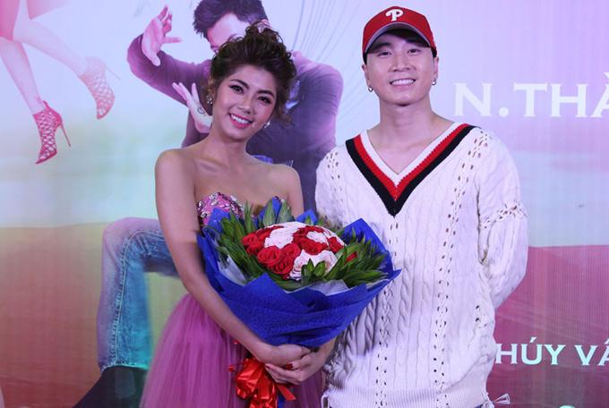 Rapper Karik đến chúc mừng bạn gái cũ Đàm Phương Linh có vai diễn mới.