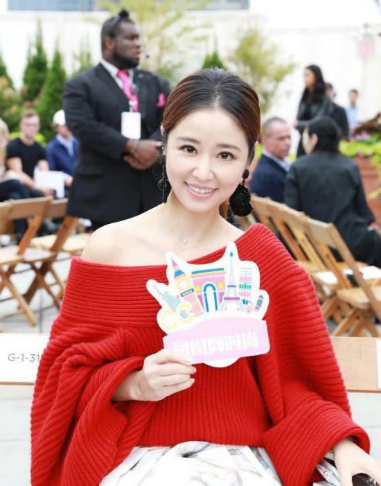 Lâm Tâm Như tham dự Tuần lễ Thời trang New York 2018, cô góp mặt trên hàng ghế khách mời của show diễn đến từ thương hiệu Oscar de la Renta.