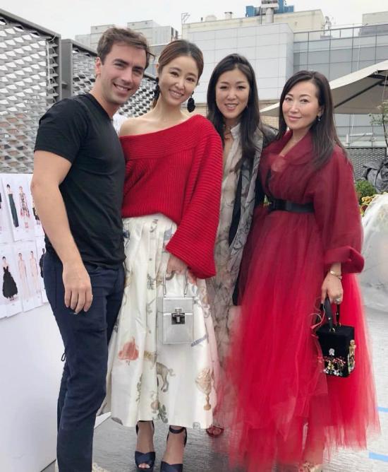Trên trang cá nhân, Lâm Tâm Như bày tỏ sự hài lòng với chọn lựa của stylish, giúp cô tỏa sáng tại sự kiện. Nữ diễn viên cũng tiết lộ, trời có chút mưa nhỏ, nhưng không hề ảnh hưởng đển việc tham dự show.