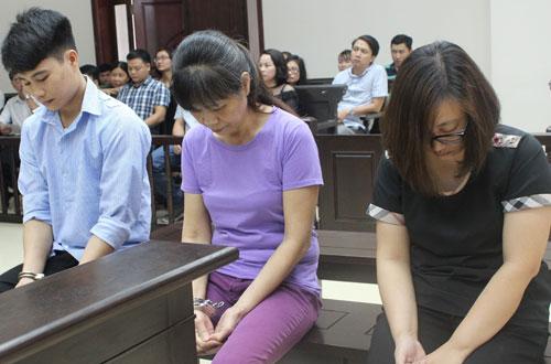 Các bị cáo Tuấn, Thì và Linh (từ trái qua) tại phiên phúc thẩm.