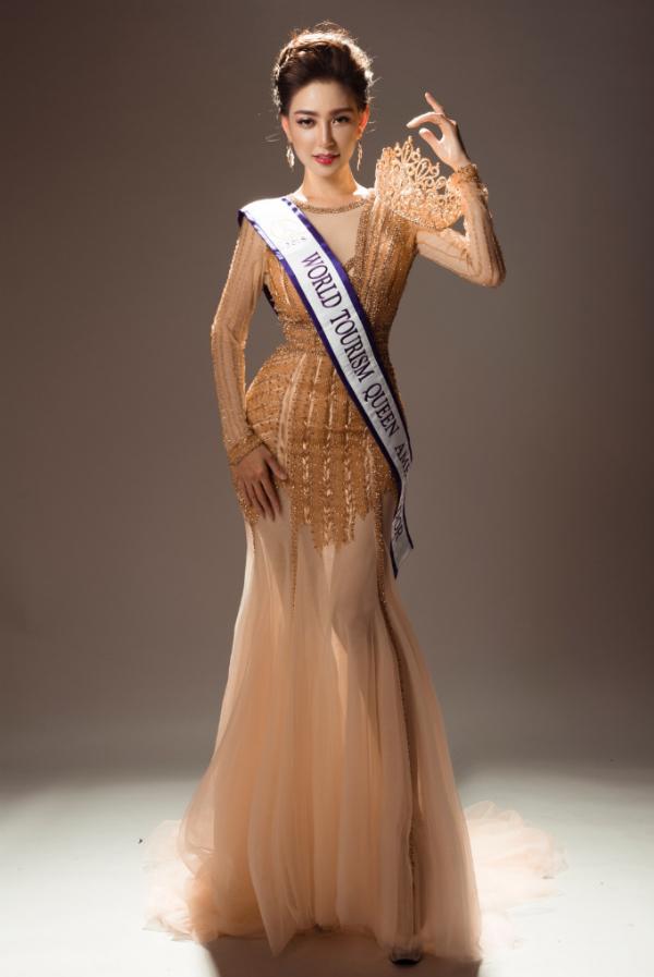 Tân Nữ hoàng du lịch thế giới 2018 tung bộ ảnh thời trang sau đăng quang