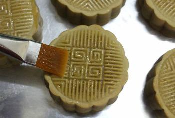 Tự làm bánh nướng nhân đậu xanh thơm bùi đón Trung thu - 4
