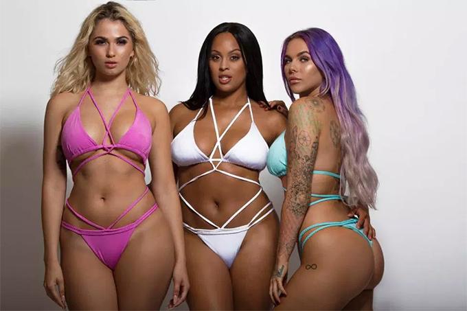 Mới đây, anh còn tung ra bộ sưu tập bikini hướng tới các chị em có thân hình mũm mĩm, đường cong bốc lửa.
