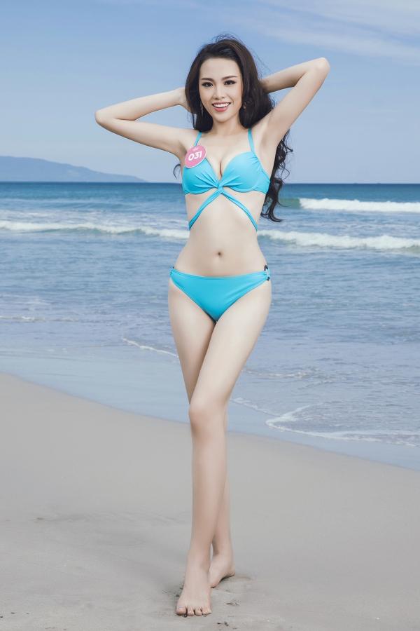Thí sinh Hoa hậu VN khoe vóc dáng chuẩn trước biển Đà Nẵng