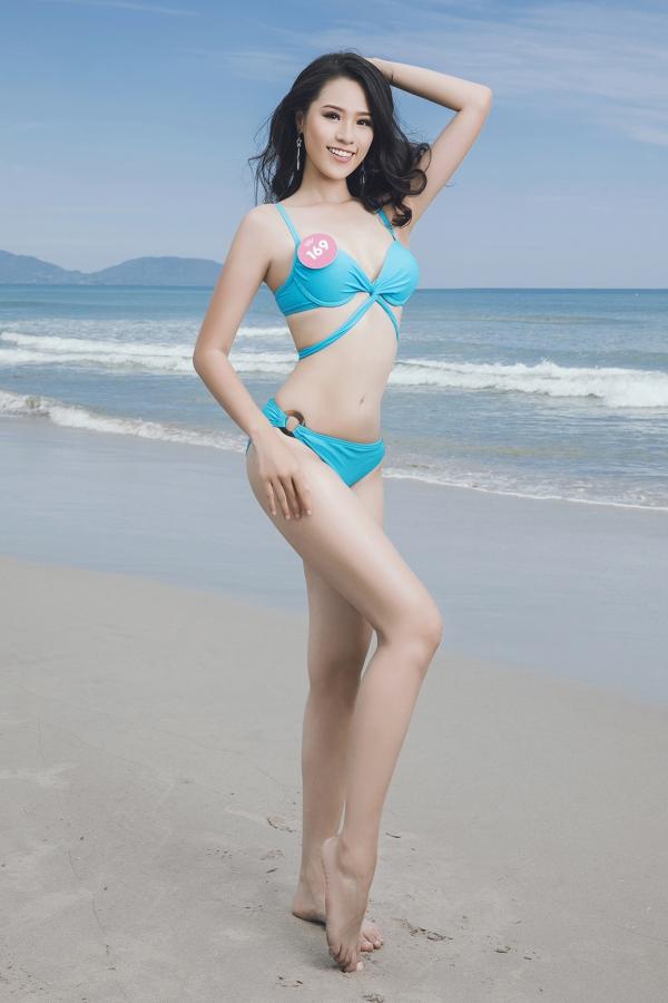 Thí sinh Hoa hậu VN khoe vóc dáng chuẩn trước biển Đà Nẵng - 9
