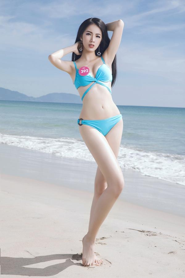 Thí sinh Hoa hậu VN khoe vóc dáng chuẩn trước biển Đà Nẵng - 11