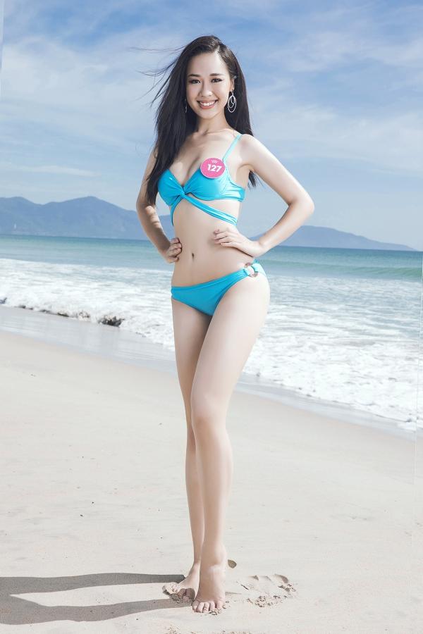 Thí sinh Hoa hậu VN khoe vóc dáng chuẩn trước biển Đà Nẵng - 6