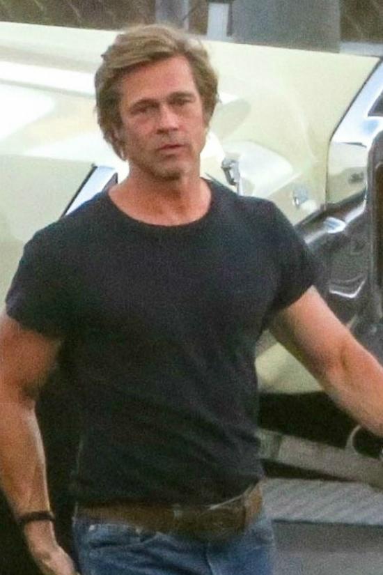Ngày 11/9 vừa qua, Brad Pitt xuất hiện tại phim trường ở Los Angeles để thực hiện những cảnh quay cho tác phẩm điện ảnh Once upon a time in Hollywood.