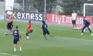 Tân binh Real Madrid dứt điểm kiểu 'cắt kéo' ghi bàn